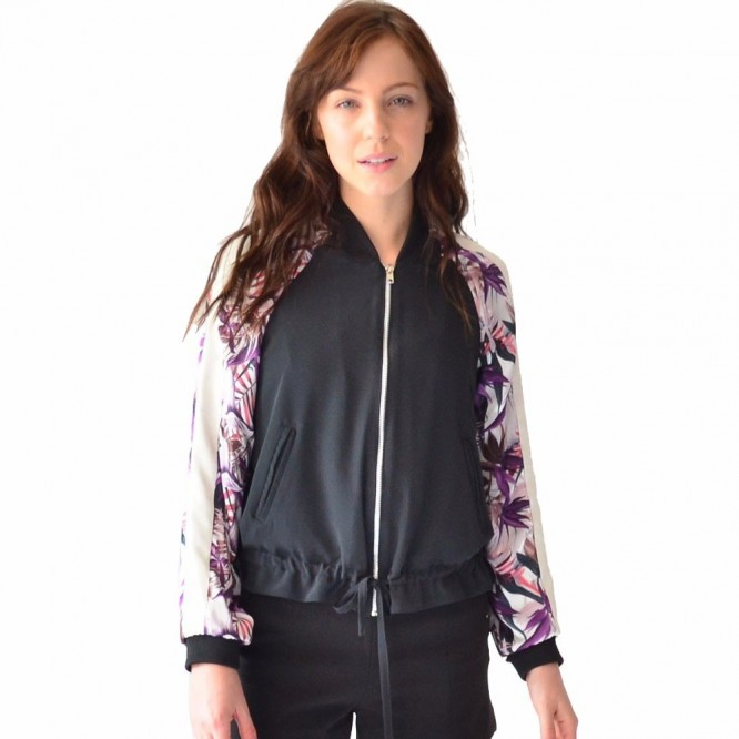 Chamarra Mujer Bomber Jacket Rack & Pack Negra Con Estampado